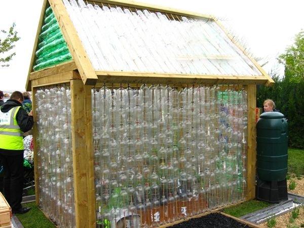 Садовая беседка из пластиковых бутылок