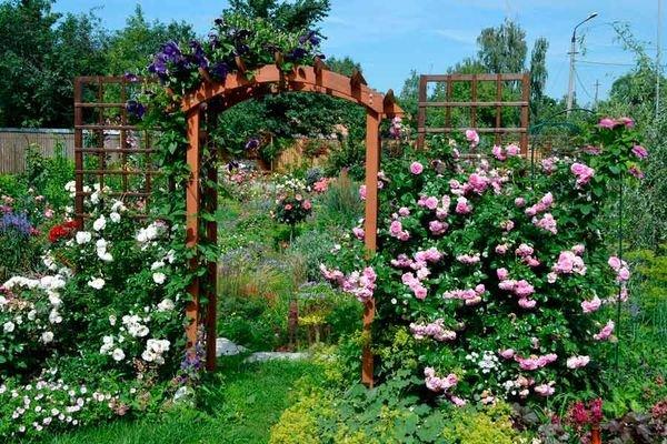Садовую арку можно сделать своими руками