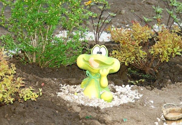 Из гипса можно сделать красивые поделки для сада
