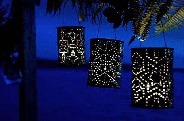 Садовые светильники из жестяных банок