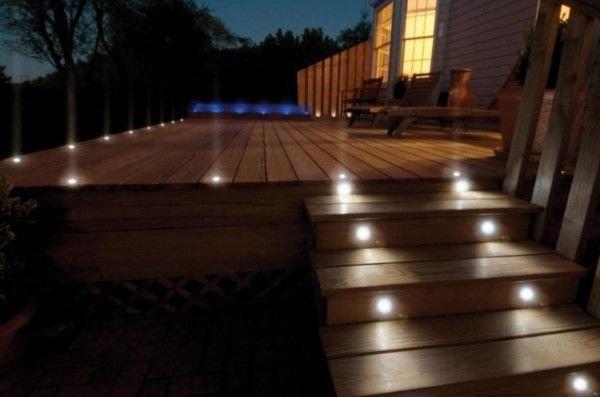 Напольные лампы являются дополнительным элементом света
