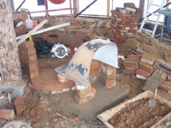 Ванна распиливается пополам с помощью болгарки